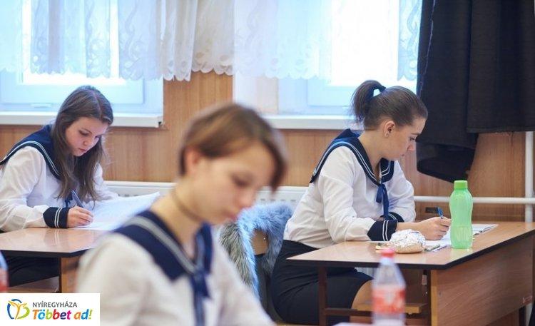 A matematika írásbelikkel folytatódnak az érettségi vizsgák kedden