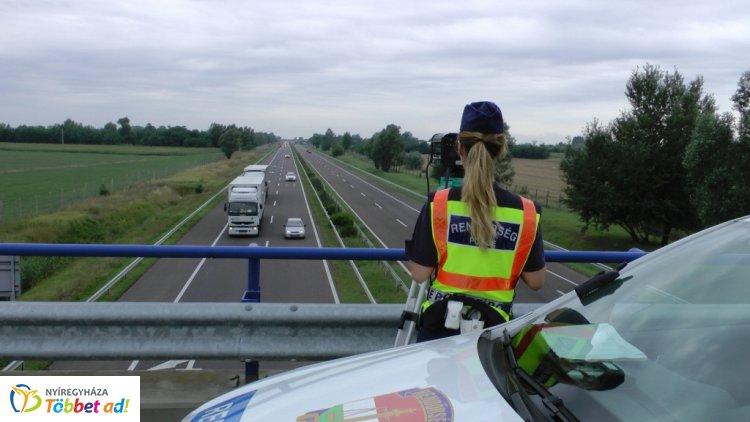 Fokozott közlekedésrendészeti és migrációs ellenőrzést tartottak az M3-as autópályán