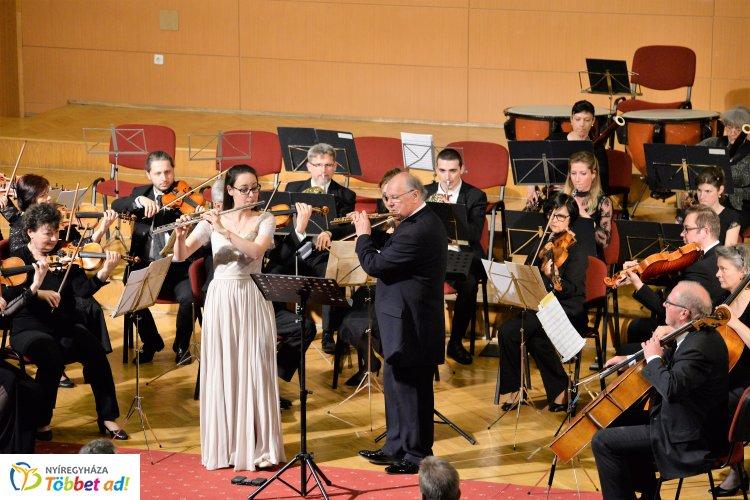 Apa és lánya együtt zenéltek a Filharmónia Magyarország záró hangversenyén Nyíregyházán