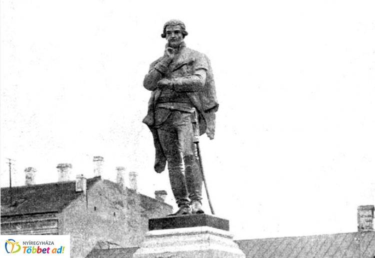 Amiről az utcák mesélnek - 120 éve leplezték le Bessenyei szobrát 1.