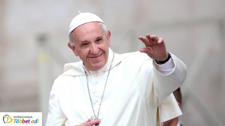 Tömegek utaznak a pápalátogatásra - A zarándokok többsége gyalog érkezik