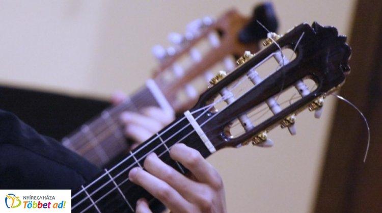 Hat húron pendülünk - gitárzenekari koncert a Vikár Sándor Zeneiskolában