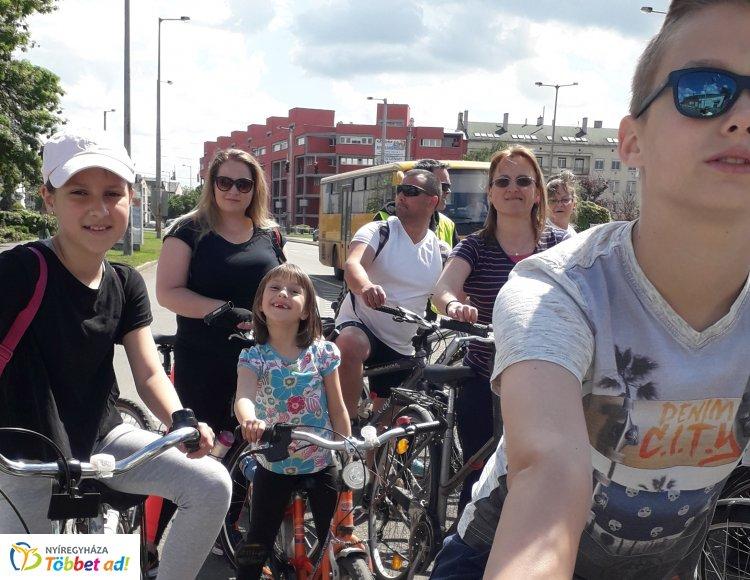 Ezúttal Tokajig bicikliztek az orosiak szombaton, hét- és hetvenéves is volt a csapatban