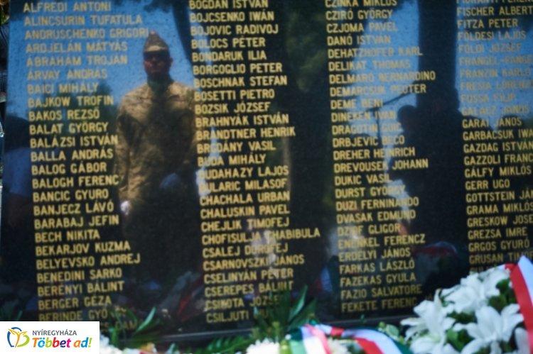 Tisztelgés a hősök előtt - megemlékezések Nyíregyházán a Hősök Napja alkalmából
