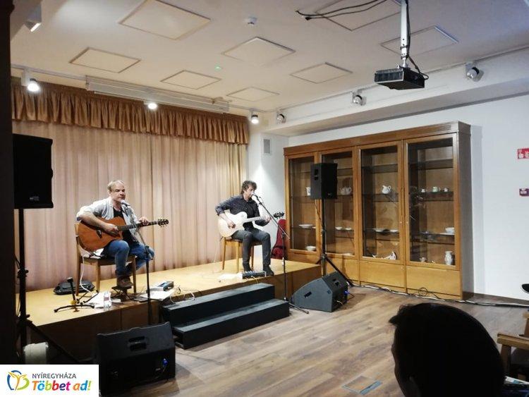 Improvizációból jeles – Kálloy Molnár Péter és Hrutka Róbert zenés estje a Bencs Villában