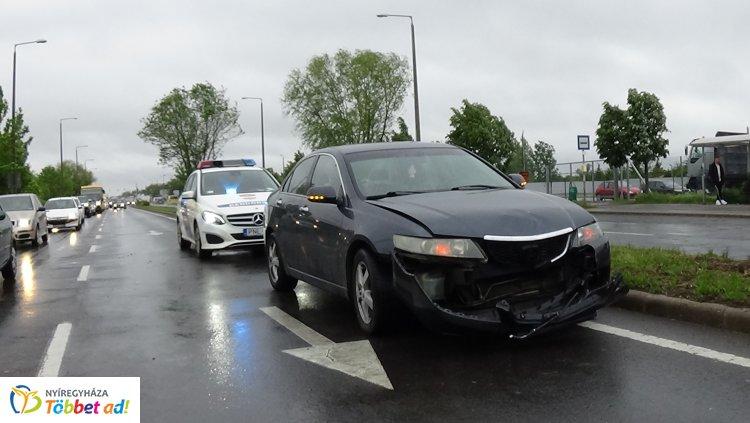 Baleset történt az Orosi úton, jelentős az anyagi kár, személyi sérülés nem történt