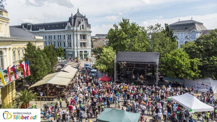 Több ezren fordultak meg a Kossuth téren, a Városnapon és Szelektív Szombaton