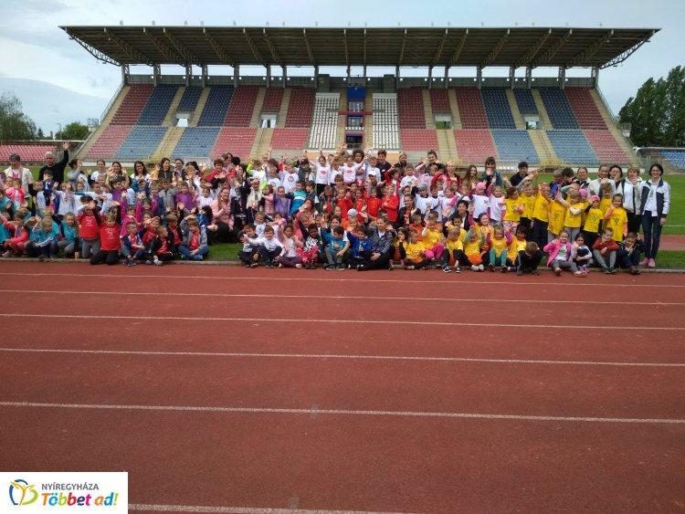 Óvodások sportversenye – Ismét összemérték erejüket a város ovisai a Városi Stadionban