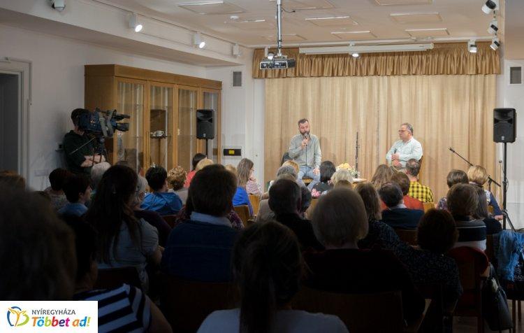 Teltház és könyvbemutató – Grecsó Krisztián a Bencs Villában