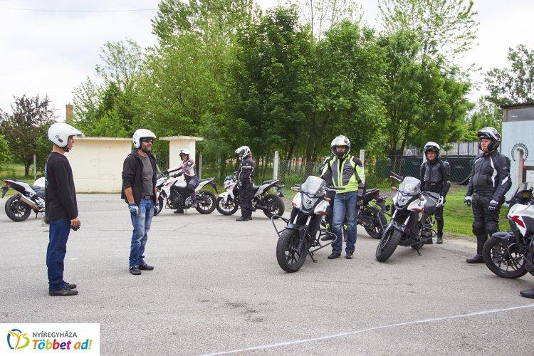 Közlekedésbiztonsági vezetéstechnikai tréninget szervezett az Óriáskerék Egyesület