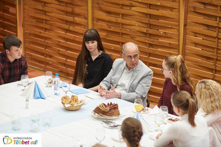 Nyíregyházára látogatott Izrael magyarországi nagykövete – Fotókiállítást nyitott meg