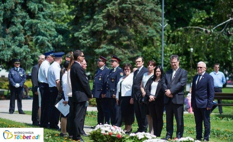 Hősök napja – Több helyszínen is koszorúzással emlékeztek Nyíregyházán