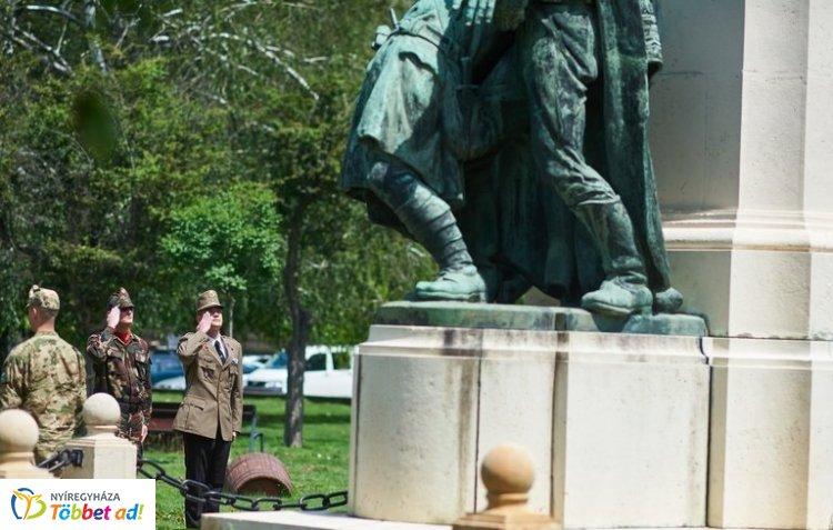 Hősök Napja – A világháborúk áldozatainak emléke előtt tisztelegtek Nyíregyházán