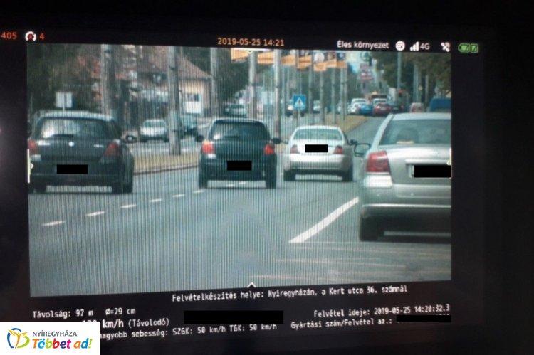 Kirívó gyorshajtás Nyíregyházán – 50 km/h helyett 139 km/h sebességgel közlekedett