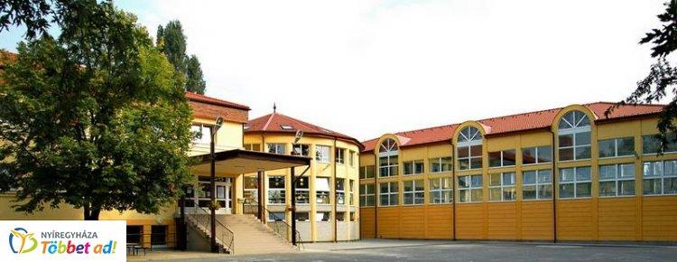 Megújult a Szőlőskerti Kollégium – Korszerű tető, nyílászárók és bútorok
