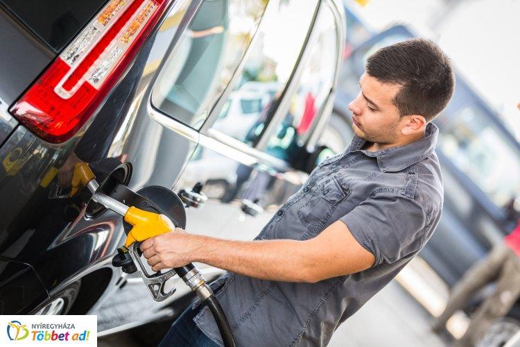 Csökkent a benzin és a gázolaj ára – A benzin literenként átlagára 409 forint