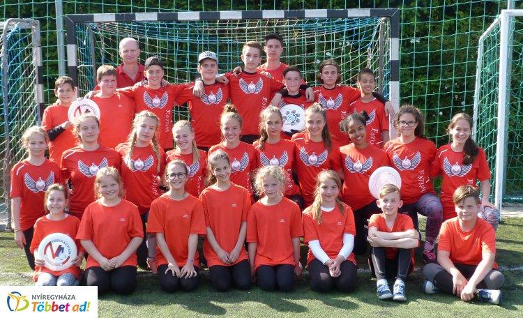 Frizbi bajnokok - az Apáczai két csapata is első lett a Diákolimpiai döntőben