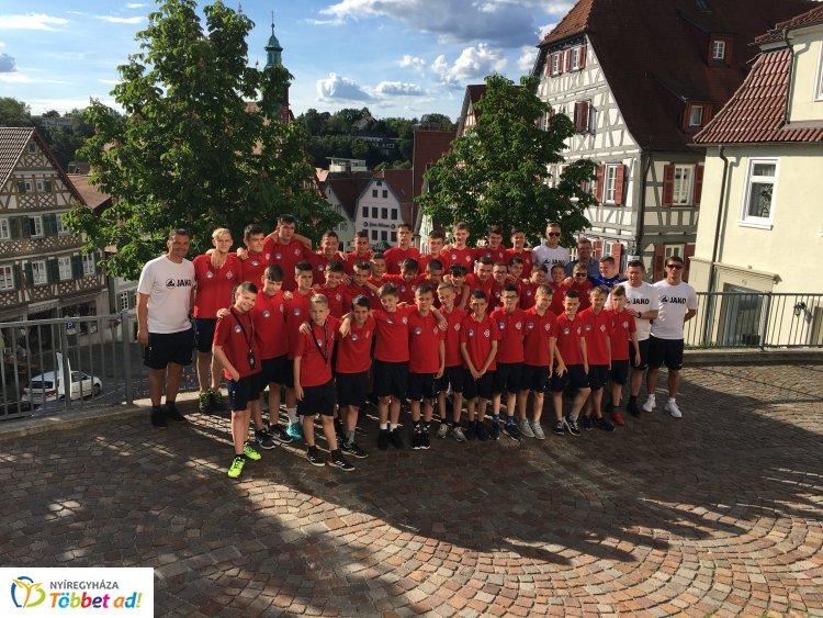 Tornagyőzelem - Németországban végzett az élen a Szpari U14-es csapata!