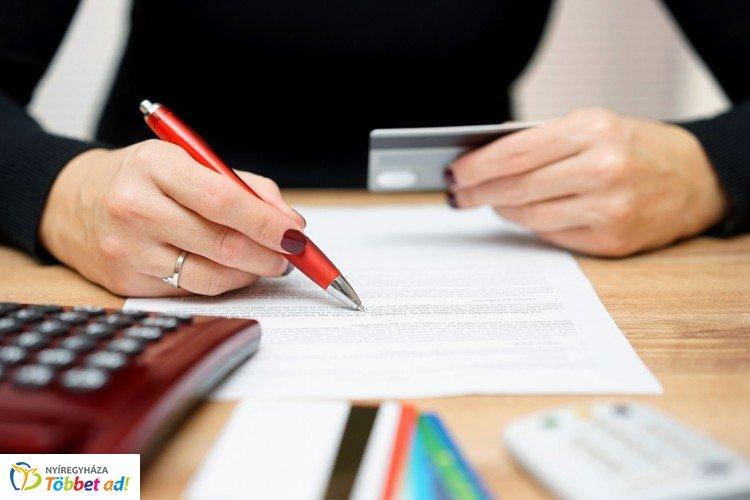 Pár hét múlva akár zárolhatják is a figyelmetlen banki ügyfelek számláját