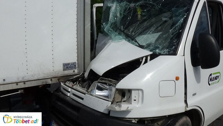 Ismét baleset történt a 4-es főúton Nyírtura közelében -Egy sérültet kórházba szállítottak