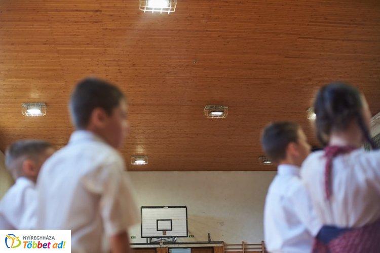 Korszerűsítették a sóstóhegyi Szabó Lőrinc iskola tornatermének világítását!