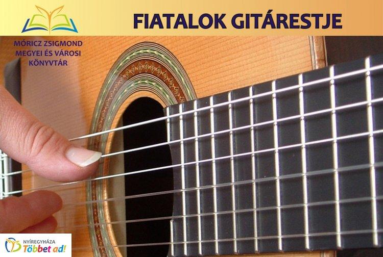 Tokárszky Máté gitárkoncertje a Móricz Zsigmond könyvtárban