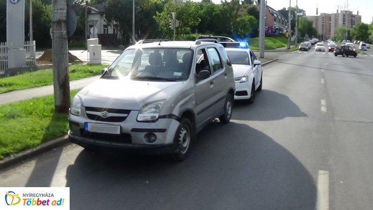 Terepjáróval ütközött egy személygépkocsi a László utcán, személyi sérülés nem történt