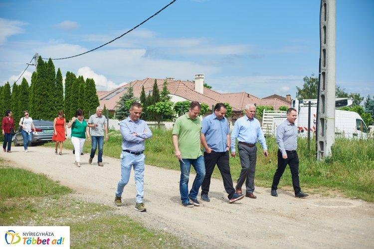 Idén 23 utcában építenek új aszfaltutat! A beruházás nettó 900 millió forintba kerül