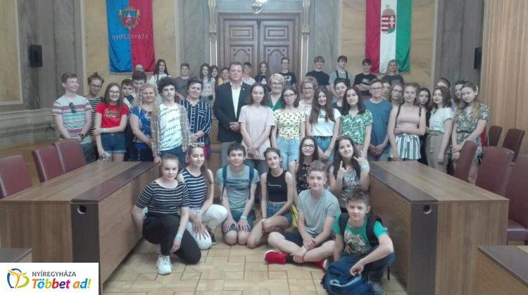 Lengyel testvériskolai látogatás a Bemben – A Városházán és az Állatparkban is jártak!