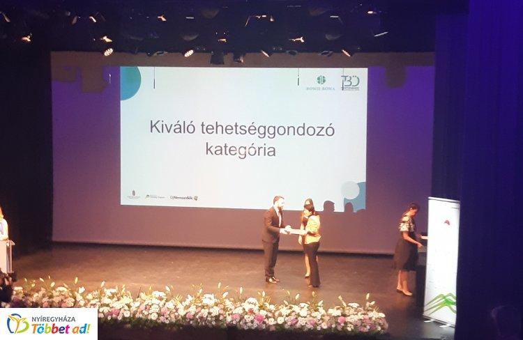 A nemzet tehetségeiért díjban részesült Ben Slimenené Czipa Boglárka Piroska