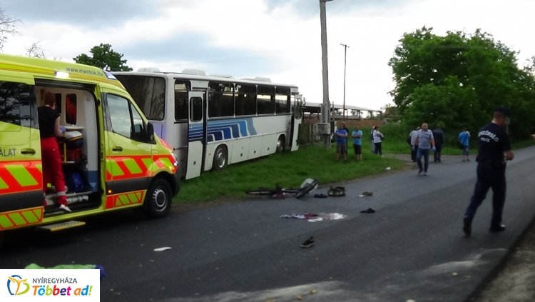 Életveszélyes sérüléseket szenvedett a kerékpáros, akit autóbusz gázolt el Butykasoron