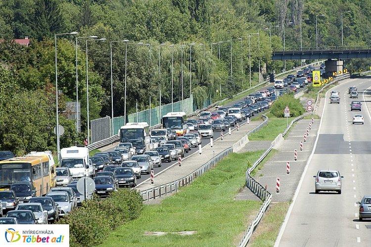 Vasárnap is sokan vették a Balaton felé az irányt - Telt ház és baleset az M7-esen