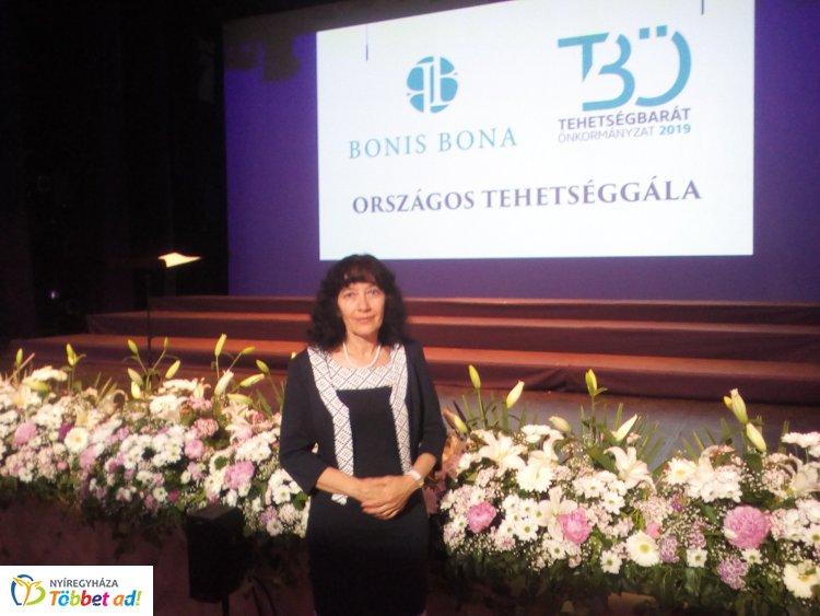 """""""Bonis Bona – A nemzet tehetségeiért"""" díjat kapott a Bem Iskola pedagógusa"""