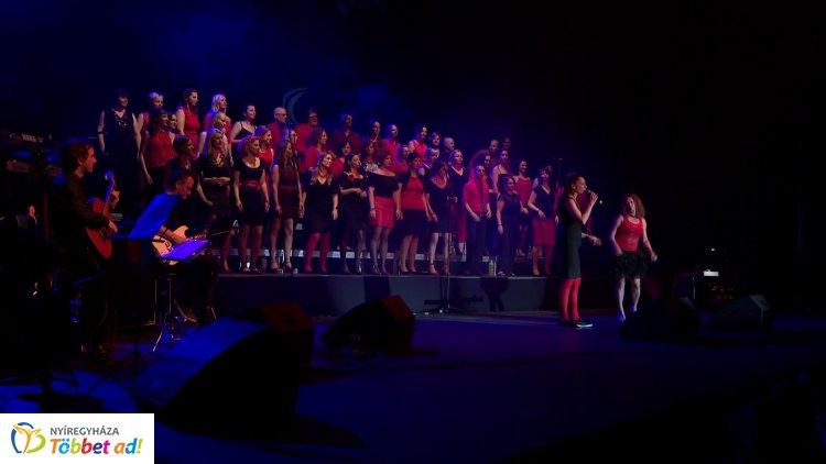 ABBA, Cher, Neoton és Madonna slágereket is énekelt a ZIG Singers szombat este