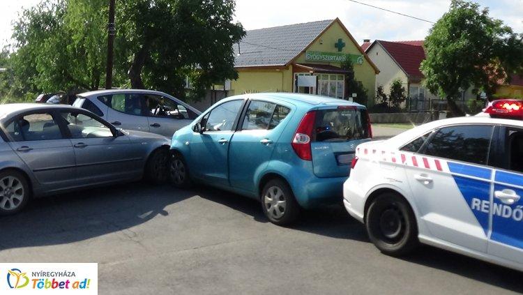 Jelentős anyagi kárral járó baleset a Család utcán, a rendőri intézkedés sem maradt el!