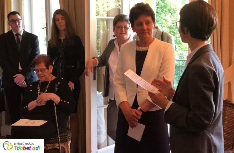 Francia állami kitüntetésben részesült az Eötvös iskola franciatanára, Nagyné Mussó Judit