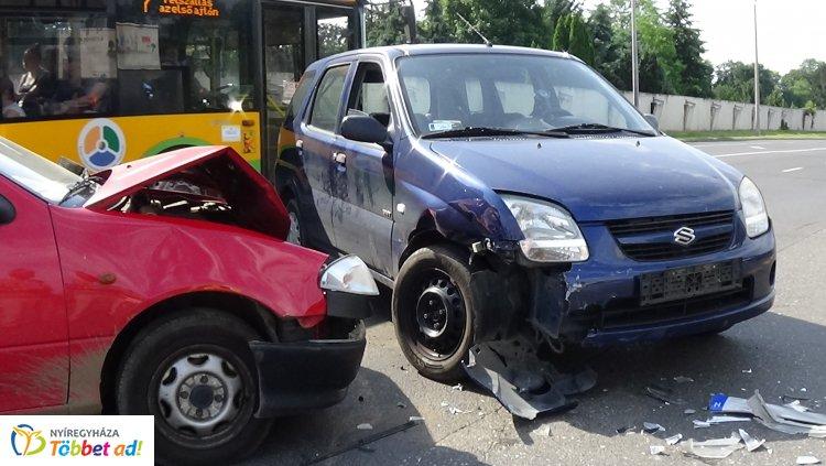 Forgalmas kereszteződésben ütköztek – Ismét az elsőbbségadás hiánya okozott balesetet