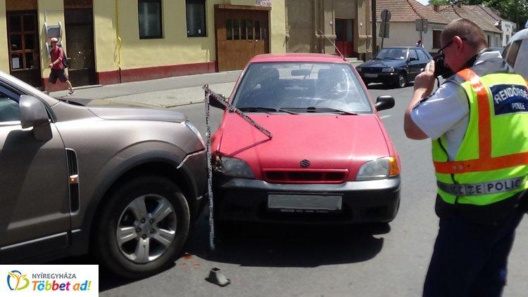 Baleset történt csütörtök délután a belvárosban, a Kossuth és a Dob utca csomópontjánál