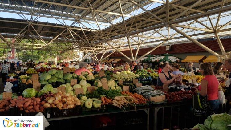 Nagyon népszerű a Búza téri Piaccsarnok - Már kora reggel megtelik vásárlókkal