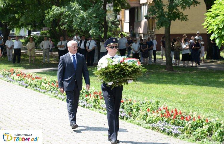 A Holokauszt Nyíregyháza és környéke áldozataira emlékeztek a Bernstein Béla téren