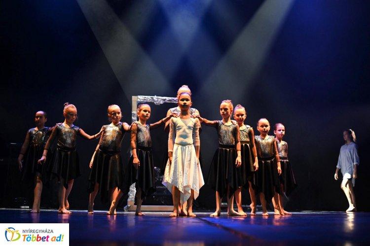 Tükörvilág – Győztes koreográfiákkal tartott évzáró gálaestet a Princess Balettiskola