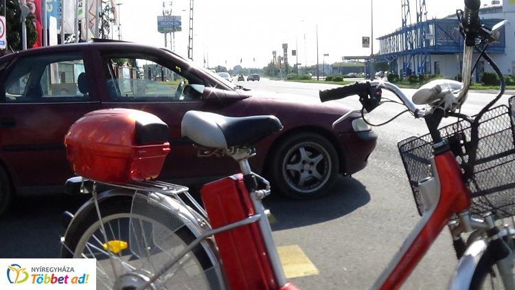 Biciklist ütöttek el szerda reggel a Pazonyi úton - Vizsgálják a baleset okát