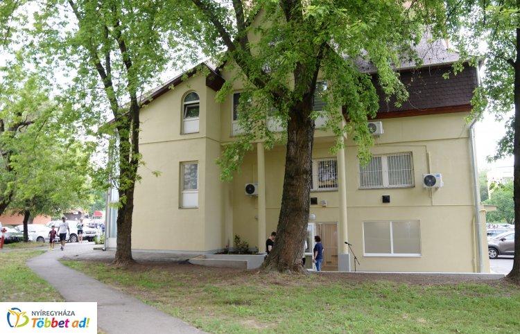 Két új háziorvosi rendelőt adtak át a Szent István utcán
