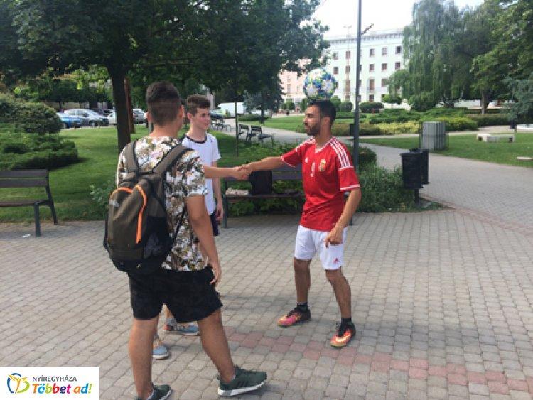 Újra a magasra törne a világrekorder László Gyula - A szeméttelepen gyakorol