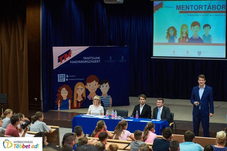 Mentorprogram: egyetemista nagytestvér segít majd a pályaválasztásban a diákoknak!