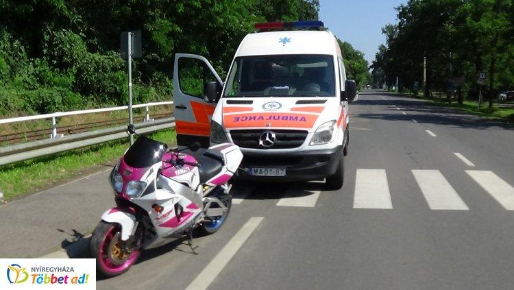 Több métert csúszott a Sóstón balesetező motoros – Kórházba szállították