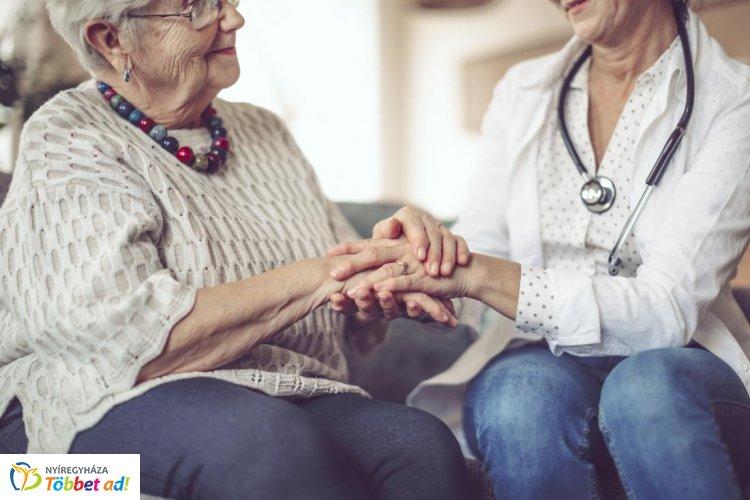 Újra lesz Alzheimer Café Nyíregyházán – A Hotel Korona különtermébe várják az érdeklődőket