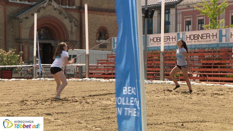 Strandröplabda a belvárosban - nyolcadik alkalommal is Hübner Beach Volleyball in the City
