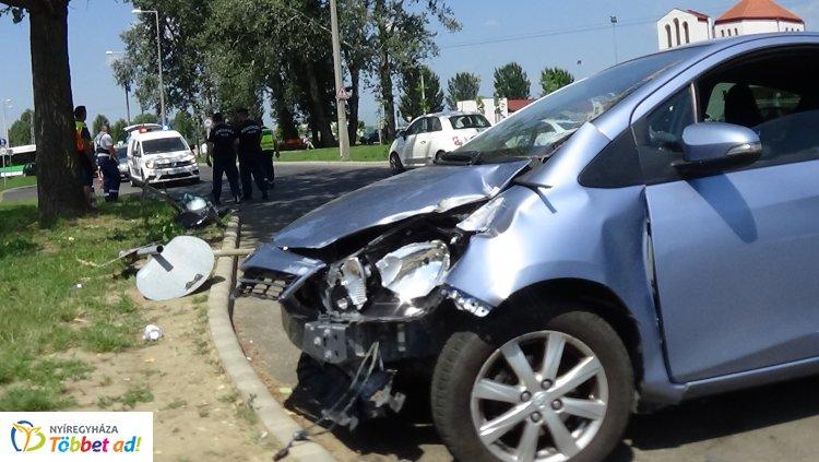 Elvesztette uralmát járműve felett egy sofőr Örökösföldön, táblának és fának csapódott
