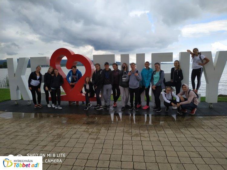 Kerékpártúrán a Kossuth diákjai - végig tekerték a Balaton északi partját
